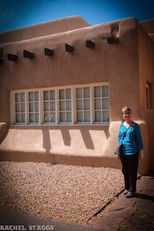 santa fe new mexico museum adobe building with mom